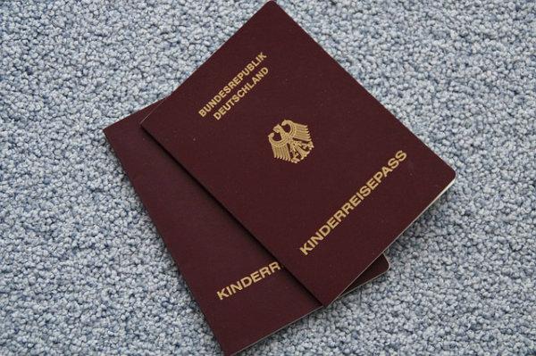 Os passaportes são documentos indispensáveis.