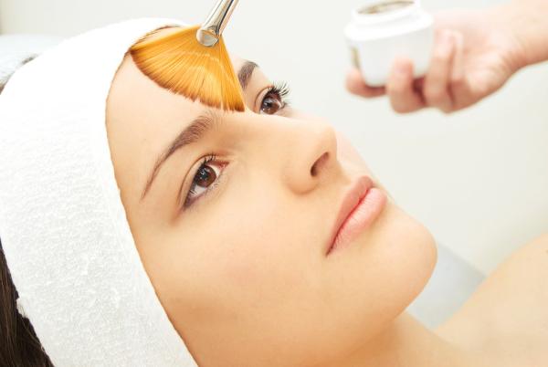 O peeling é um procedimento totalmente eficaz contra as marcas de acne