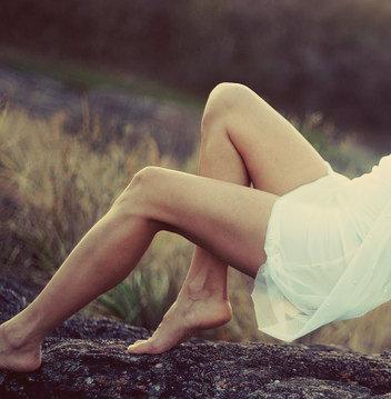 A melhor forma de evitar e combater a flacidez é cuidar das pernas.