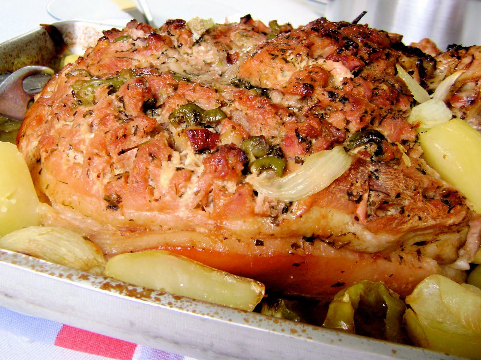 Perna de porco com batatas - receita para datas especiais (Foto: Divulgação)