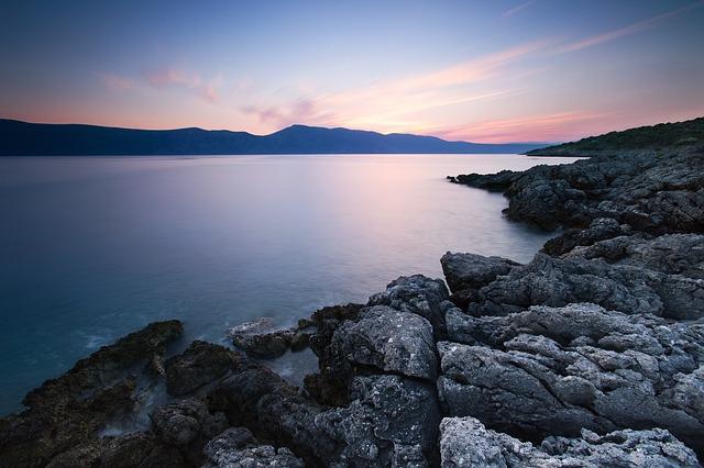 Entenda o processo de vida das rochas naturais.