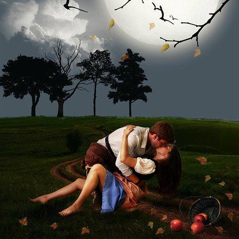 Um casal apaixonado também passa por dificuldades no relacionamento.