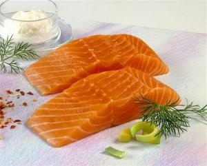O salmão possui uma grande quantidade de Ômega 3 e não possui espinhos