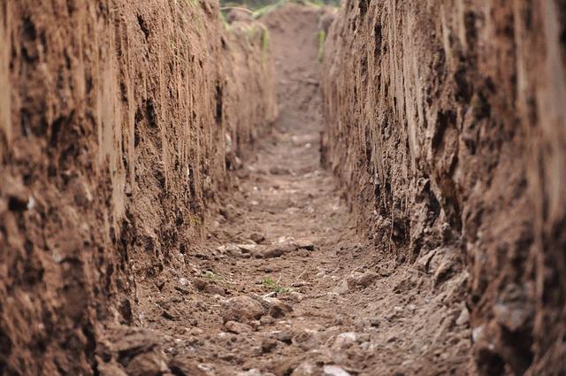 Os solos argilosos tendem a ficar secos durante o período de estiagem.