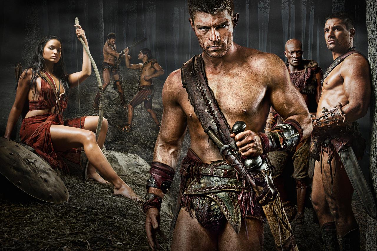 Na foto, ator representando Espártaco na série Spartacus da Starz