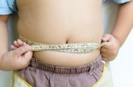 Criança medindo gorduras
