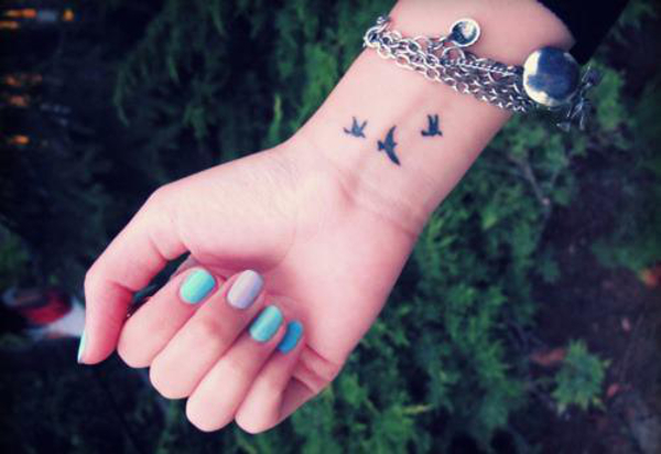 As tatuagens no pulso, necessitam de cuidados dobrados por ser um local muito sensível