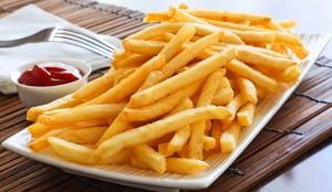 Travessa de batata frita.